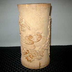创汇期竹雕笔筒