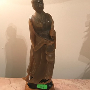 100114 创汇期角雕仕女人物