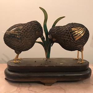 100117 银掐丝鎏金小鸡啄米摆件