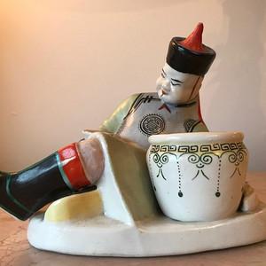 100126 建国初人物醉酒瓷雕