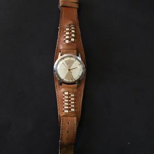 8084真皮带古董手表