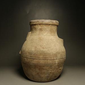 战汉陶罐,有残,如图。