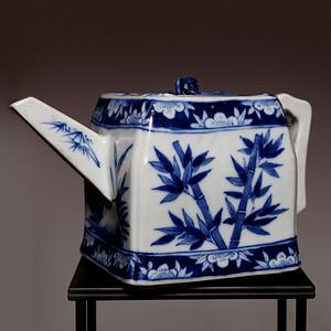 藏海淘 专家已鉴定 清中乾隆款青花方茶壶 C107