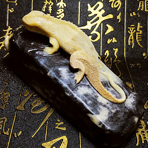 纯天然寿山石手工精雕今非昔比步步高升蜥蜴案头摆件!赠送证书