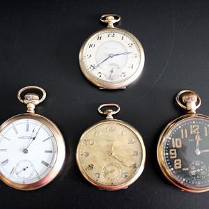19世纪镀金老怀表1套4枚