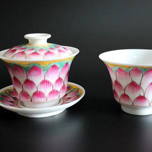 民国粉彩莲花瓣茶杯