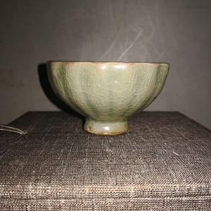 南宋龙泉粉青釉菊瓣杯