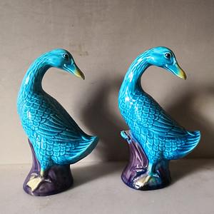 清晚晴孔雀蓝釉瓷塑鸭子一对