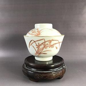 清中期矾红兰花茶盖碗