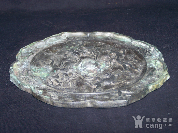 青铜神兽人物纹菱花镜图12