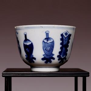 藏海淘 专家已认证 康熙年若深珍藏款青花小杯 缺肉 HX14