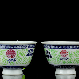 24清乾隆粉彩缠枝宝莲花团寿纹碗一对