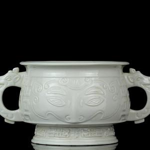 43清早期德化窑饕餮纹双耳簋式炉