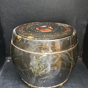 一手货源,户家所出 民国 黑漆描金圆桶