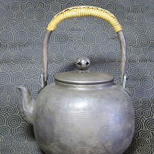 明治时期鎏银提梁大壶