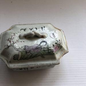 民国粉彩人物纹盖盒