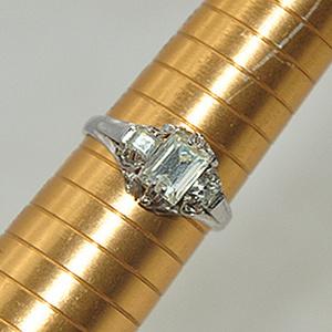 2.4克镶水晶戒指