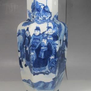 清中期青花人物纹瓶