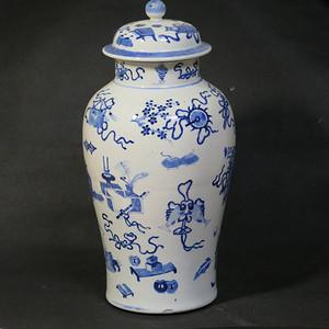 清代吉庆有余八宝青花大盖罐