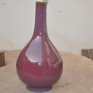 清乾隆红釉长颈瓶
