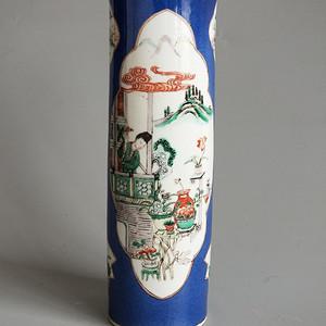 粉彩撒蓝开光桶瓶