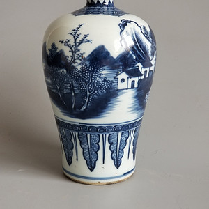 青花山水人物梅瓶