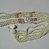 出口创汇时期粉珊瑚,碧玉老细螺三股项链耳坠套装