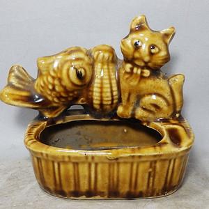 文革时期猫鱼堆塑黄釉烟缸
