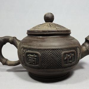 民国时期竹兰梅菊刻绘紫砂执壶