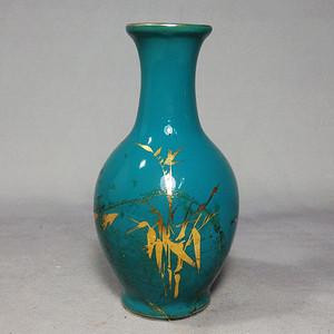 文革时期蓝釉描金绘画赏瓶