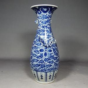 清代青花绘画双龙堆塑赏瓶