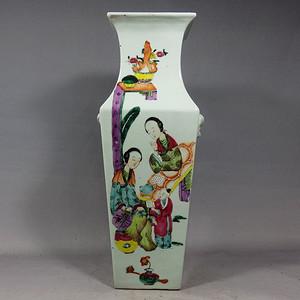 清代粉彩芭蕉侍女绘画四方赏瓶