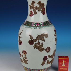 520 清晚期粉彩花卉纹大瓶