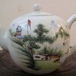 《520》建国初粉彩手绘山水风景纹饰的大茶壶一只