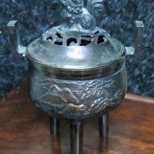 520 民国三足兽钮山水铜熏炉