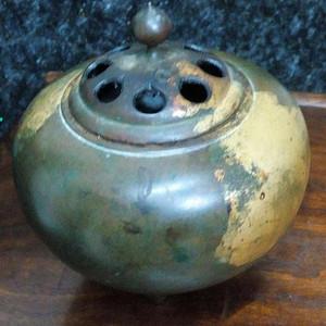 520 梅都私款   清代三乳足洒金铜熏炉 精品