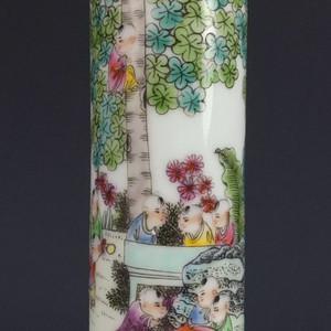 民国 细路粉彩百子图乾隆年制款棒槌瓶