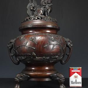清代 双兽纽浮雕纹 三足 铜香熏炉