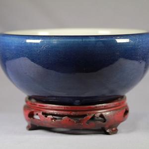 清乾霁蓝釉香炉