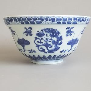 青花灵芝龙纹碗