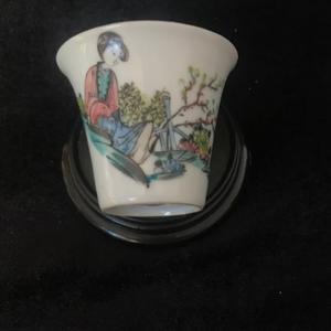 民国早期粉彩桃花美人马蹄杯