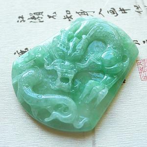 天然翡翠老冰种浅绿色精雕龙牌