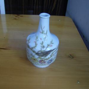 520 清康煕 粉彩小瓶
