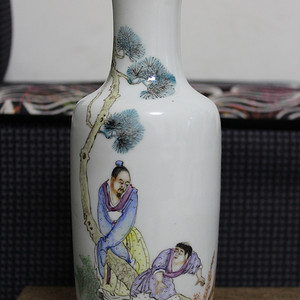520 民国粉彩王羲之爱鹅棒槌瓶