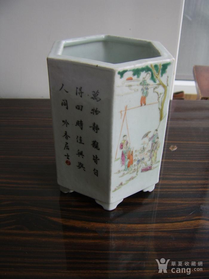 520 粉彩六棱杂耍人物花鸟笔筒图2