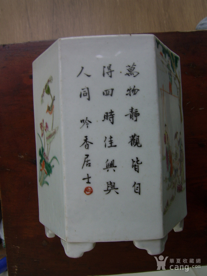 520 粉彩六棱杂耍人物花鸟笔筒图5