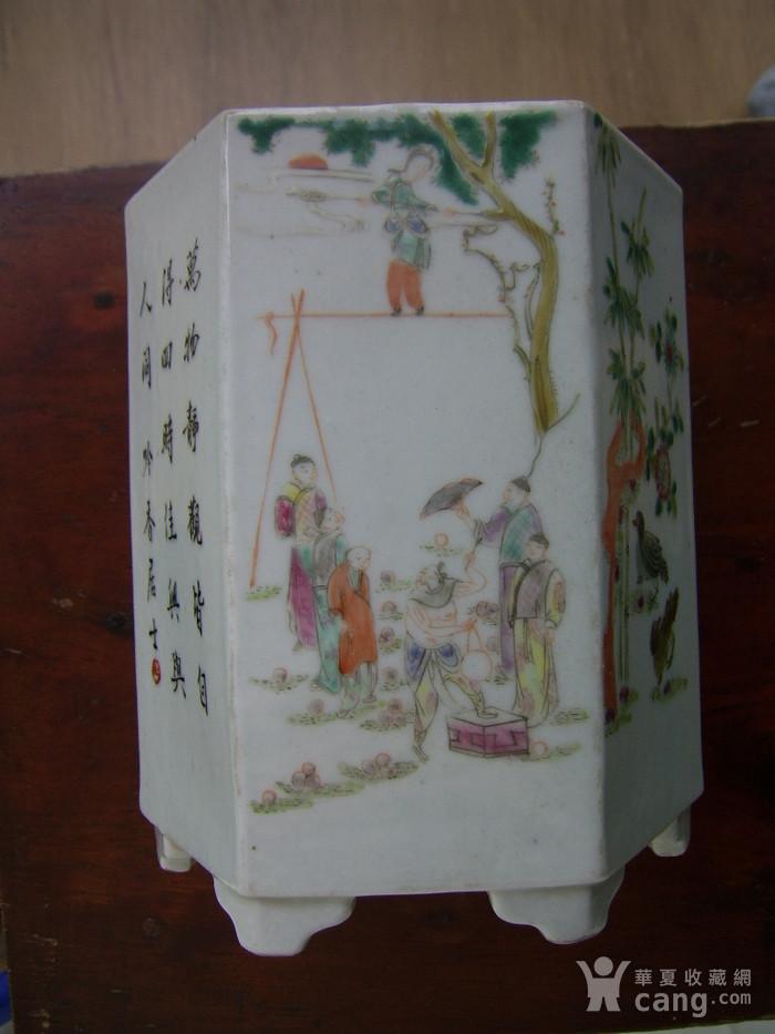 520 粉彩六棱杂耍人物花鸟笔筒图6