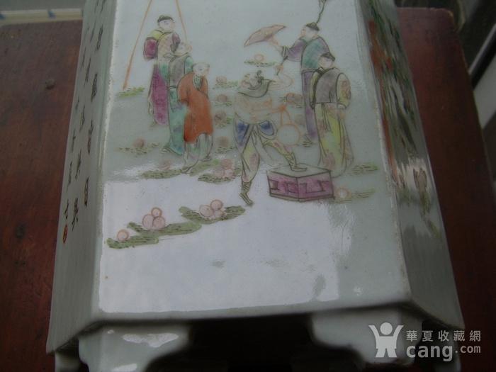 520 粉彩六棱杂耍人物花鸟笔筒图9