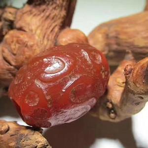 爆老 千年 两河流域  天然满红玛瑙 精雕 葵口 佛教S纹 玛瑙