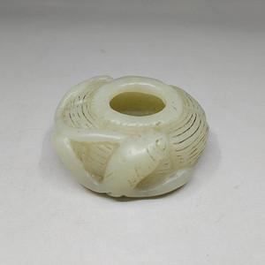 清代晚期青玉雕鱼纹竹篓水盂